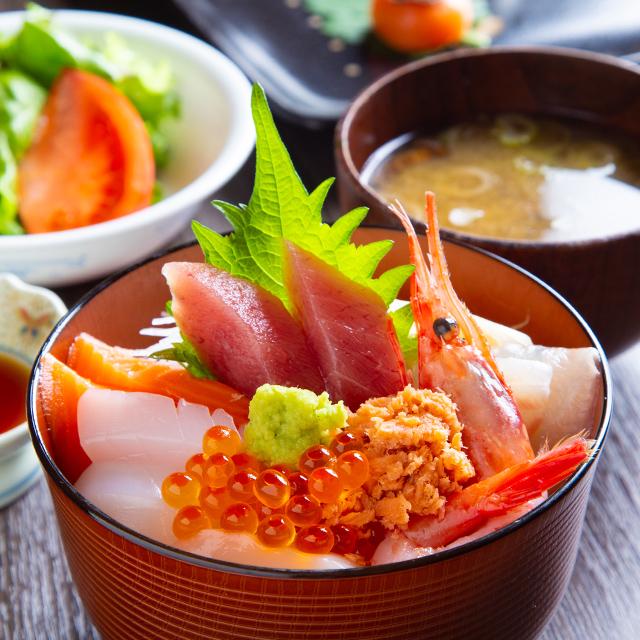 季節の鮮魚 海鮮丼ランチ写真